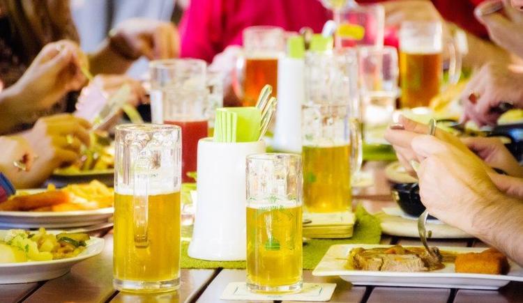 Essen und Trinken (© Schlossbrauerei Weinberg)