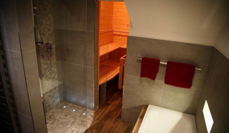 Bathroom of apartment 1 (© Bramsauerhof Faistenau)