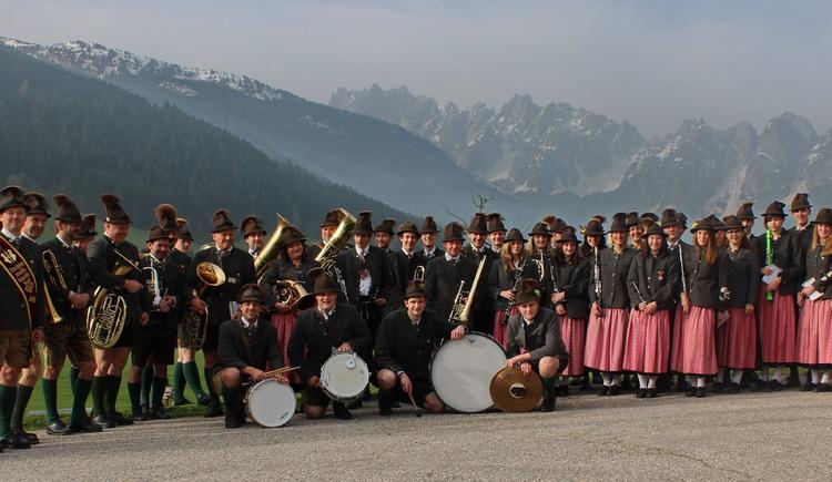 Gruppenfoto der Trachtenmusikkapelle Gosau