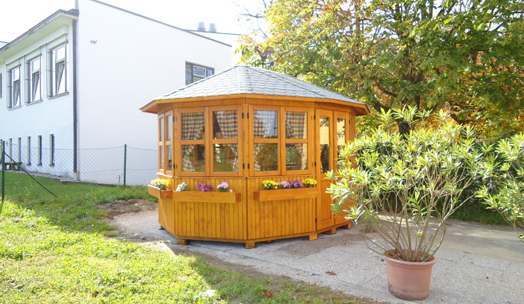 Salettl im Garten bis 16 Personen
