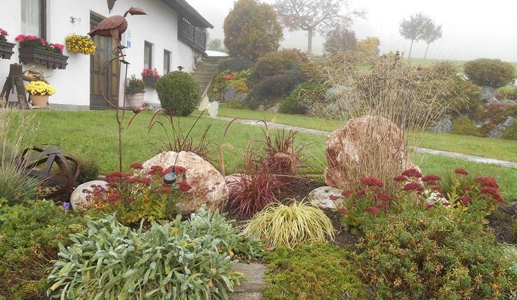Steingarten in Herbsstimmung (© Ferienwohnung Burgi)