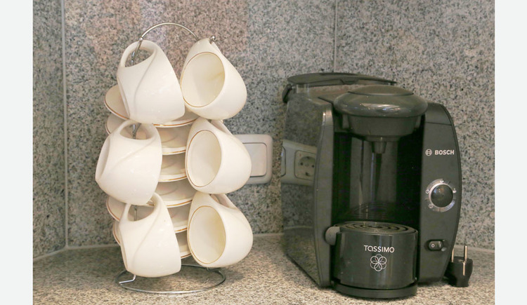 coffee machine and cups