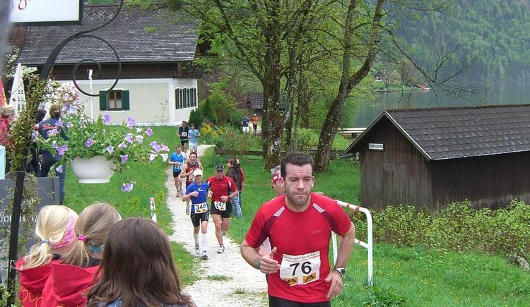 The Ostuferwanderweg leads past the Uferwirt Seeraunzen. It is worthwhile to stop.
