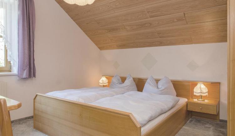 Zweibettzimmer in der Ferienwohnung (© Meixner)