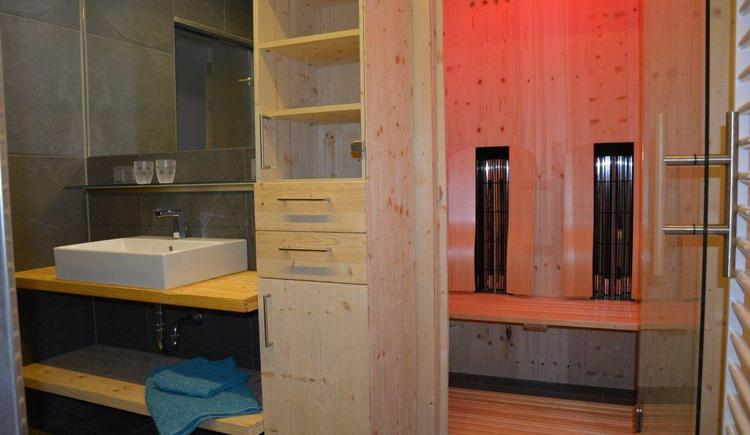 Bathroom of holiday apartment 3 (© Bramsauerhof Faistenau)