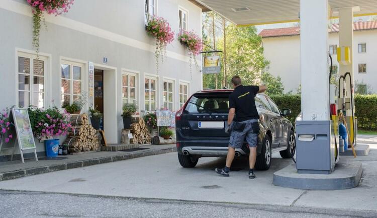 Schmeil_KG_Tankstelle2