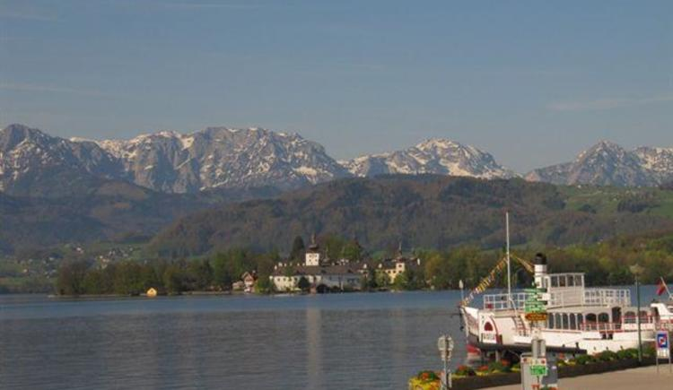 Traunsee m. Schloss Ort (© Hedi Huhle)
