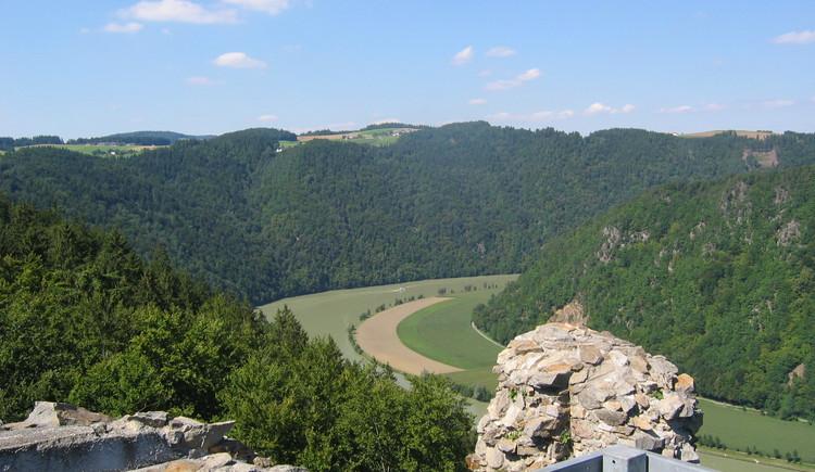 Ausblick von Aussichtswarte der Ruine Haichenbach (© TV Hofkirchen i.M.)
