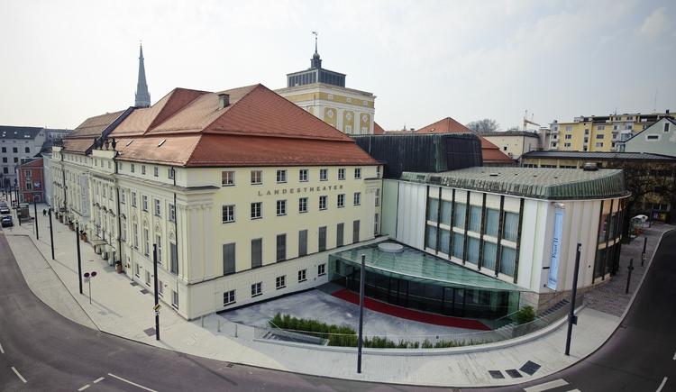 Landestheater Gesamtansicht Tag(c)Norbert Artner.jpg (© Norbert Artner)