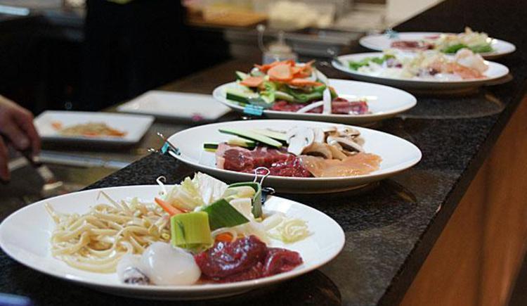 Teller mit Speisen