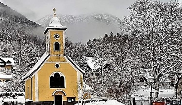 Ansicht der Kirche im Winter. (© Andrea Schwarzlmüller)