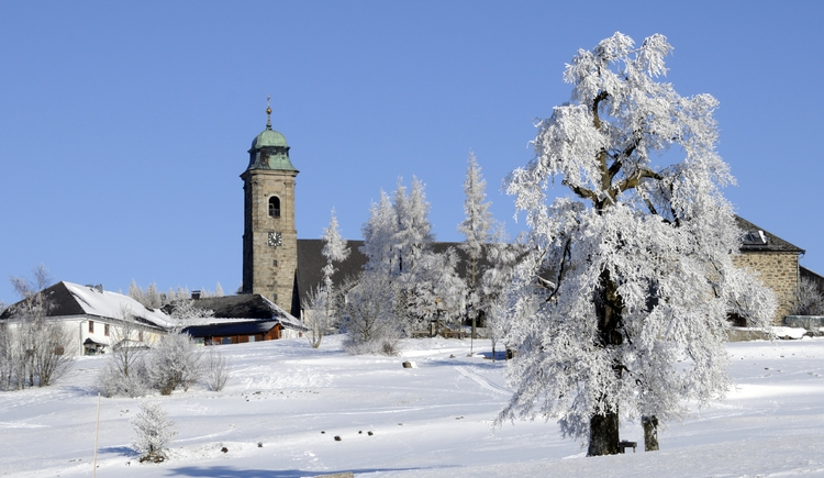 Pfarrkirchen mit Winterlandschaft