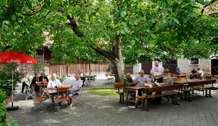 Honigwirt Mining Gastgarten im Innenhof