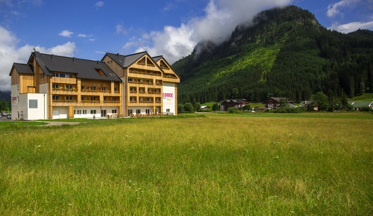 COOEE alpin Hotel Dachstein in Gosau in the summer