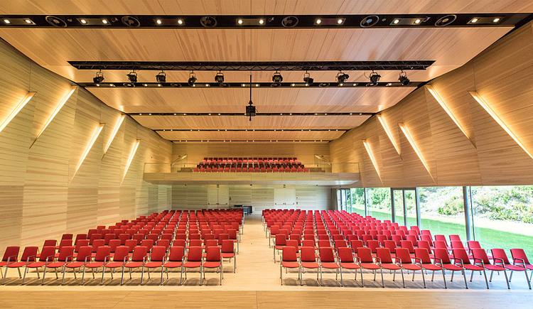 Veranstaltungssaal mit Kinobestuhlung. (© Stadtgemeinde Marchtrenk)