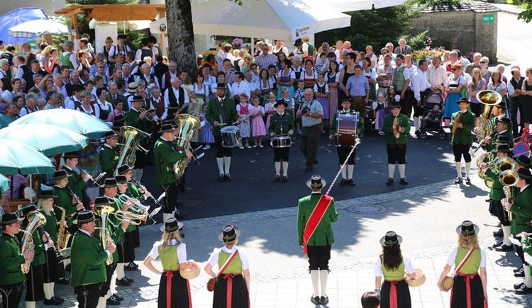 Personen mit Instrumenten. (© Tourismusverband MondSeeLand)
