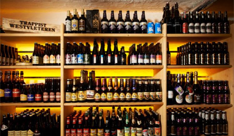 Bierkeller mit hunderten an Bieren. (© Lothar Prokopp)