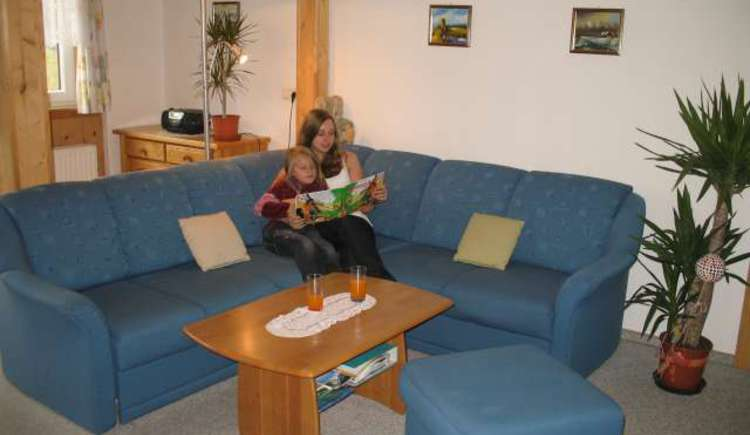 Sehr großzügiger Wohnbereich mit gemütlicher Sitzgarnitur