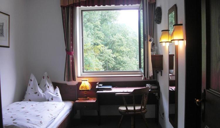 Einbettzimmer im Landhaus Bürtlmair (© Bürtlmair)