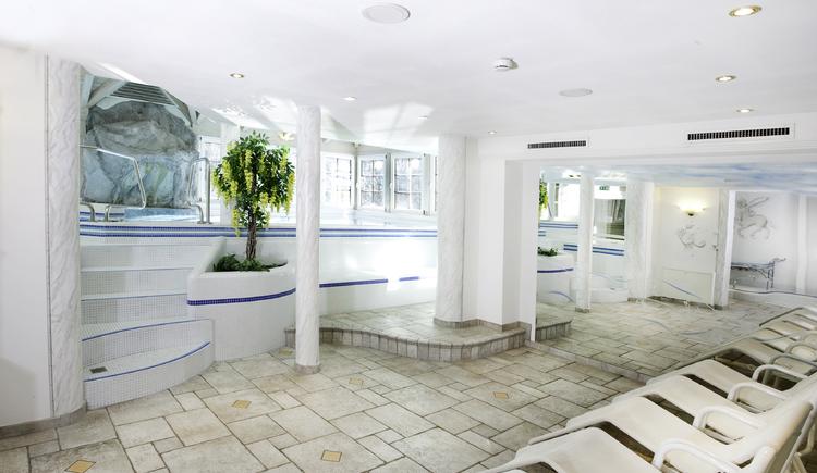 Hallenbad und Whirlpool im Hotel Bergrose