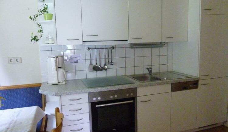 Küche mit anschließender Eckbank (© Laimerbauer)