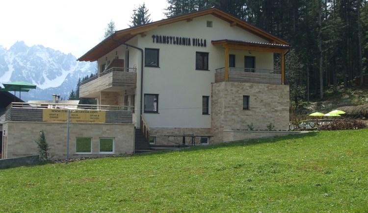 Die Transylvania Villa von außen.
