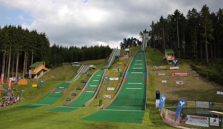Führung durch die Borbet-Allianz-Skisprung-Arena Höhnhart. (© Gemeinde Höhnhart)