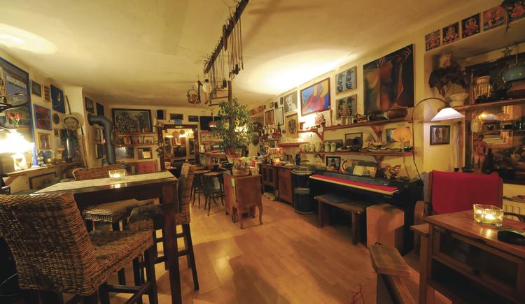 Gemütliche Galeriebar in Bad Goisern. (© ©Horst Viertbauer)