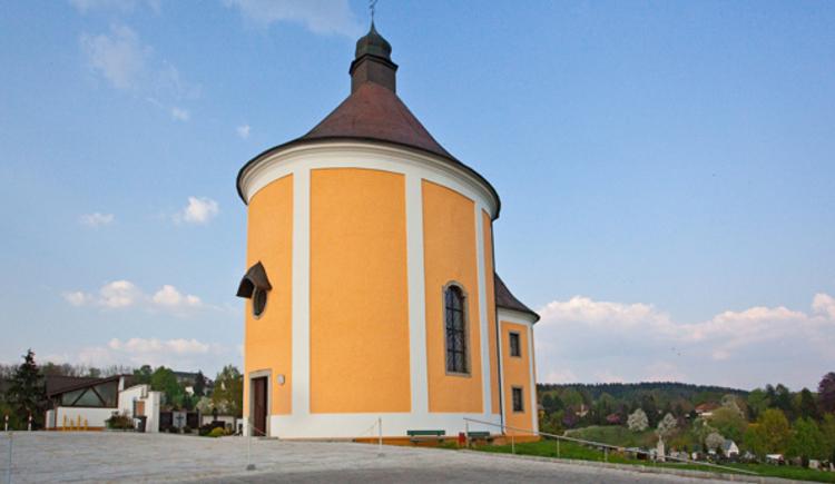 Kalvarienbergkirche, Perg, Oberösterreich, Außenansicht - von Süden kommend