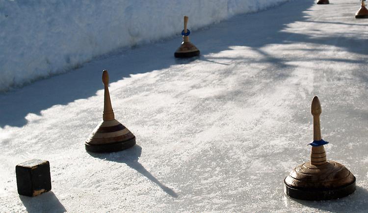 Eisstockschießen (© Ferienregion Attersee-Salzkammergut)