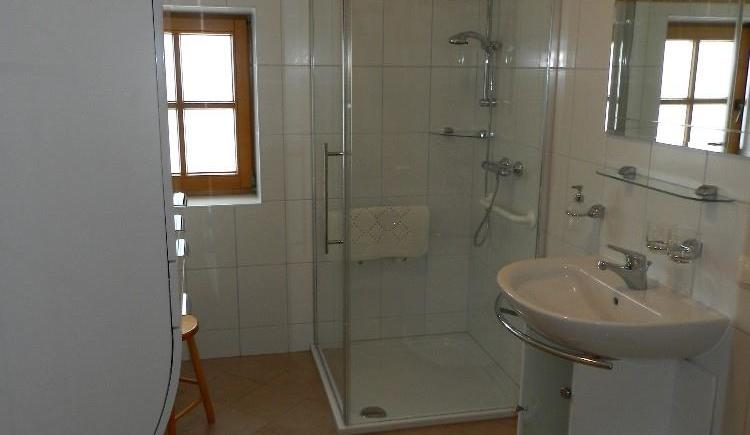 Dusche und WC (© Bauernhof Obere Wolfsgrub)