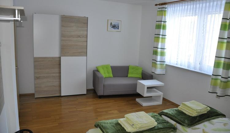 Doppelzimmer grün 2 neu (© Ferienwohnung