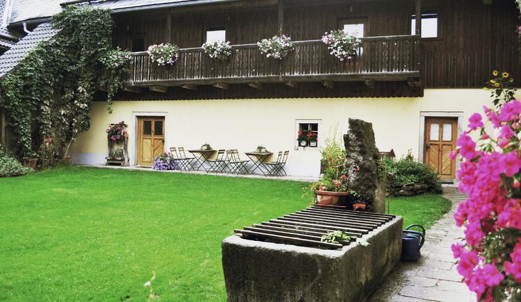 Der Innenhof beim Pfaffenhofer. (© Bräuer-Reiter)