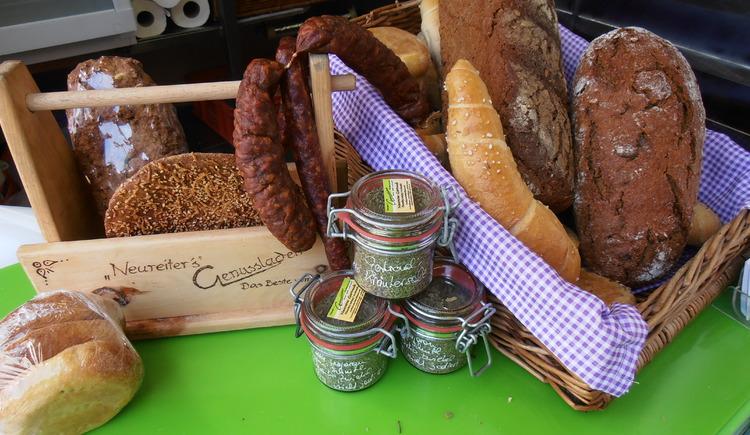 frisches Brot am Bauernmarkt (© Maria Eisl)