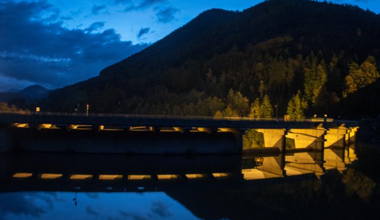 Staumauer Klaus bei Nacht (© TVB Pyhrn-Priel/Kerbl)