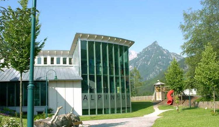 Das Alpineum in Hinterstoder von aussen! (© Pyhrn-Priel Tourismus GmbH)