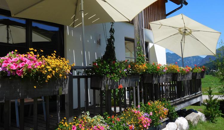 apartments gosaukamm.com - Garten mit Terrasse. (© Katja Lechner)