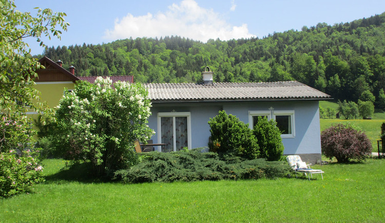 Small bungalow quietly located just outside Bad Goisern with a spacious garden.