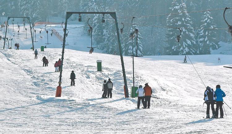 ski tow, snow.