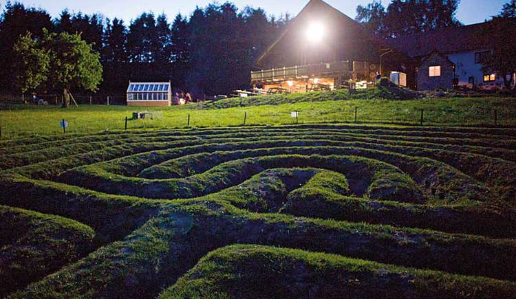 Erd-Labyrinth am Timewalk in Neukirchen am Walde. (© Kurt Kaindl)