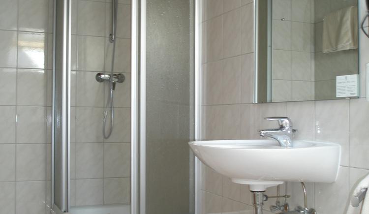 Bad Doppelzimmer ***Dependance Fuschlerhof. (© Hotel Mohrenwirt)