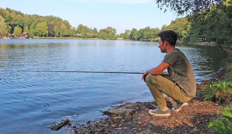 Fischen am Holzöstersee (© TV Franking / Sandy Reindl)