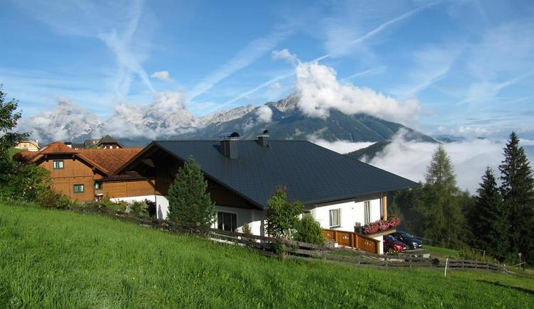 Haus Mösenbichler mit Bergpanorama (© Beyer Barbara)