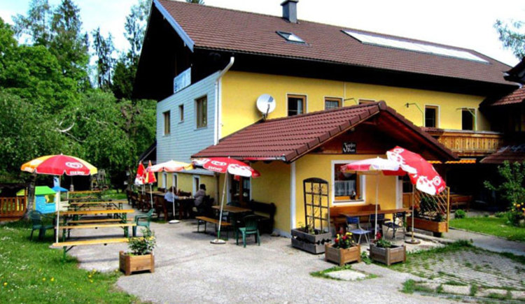 Gasthaus Silberfuchs mit Gastgarten (© Familie Hain)