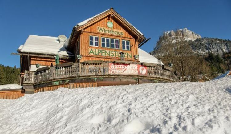 Alpenstubn im Winter mit Loser (© Alpenparks Hagan Lodge Altaussee/Wolkerstofer)