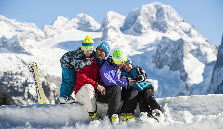 Fun in the snow with the whole family. (© OÖ Tourismus/Erber)