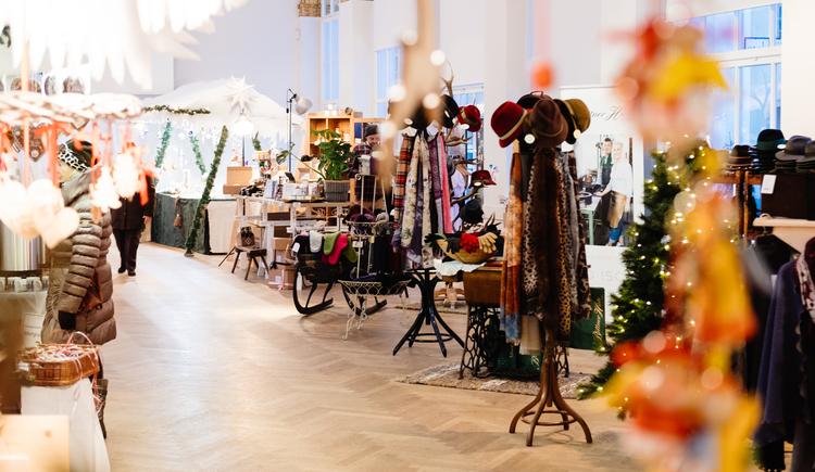 Adventmarkt in der historischen Trinkhalle in Bad Ischl. (© Daniel Leitner)