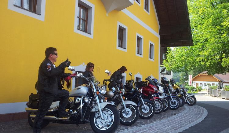 Bikerfrühschoppen in Faistenau (© Bikertreff - Hotel Alte Post)