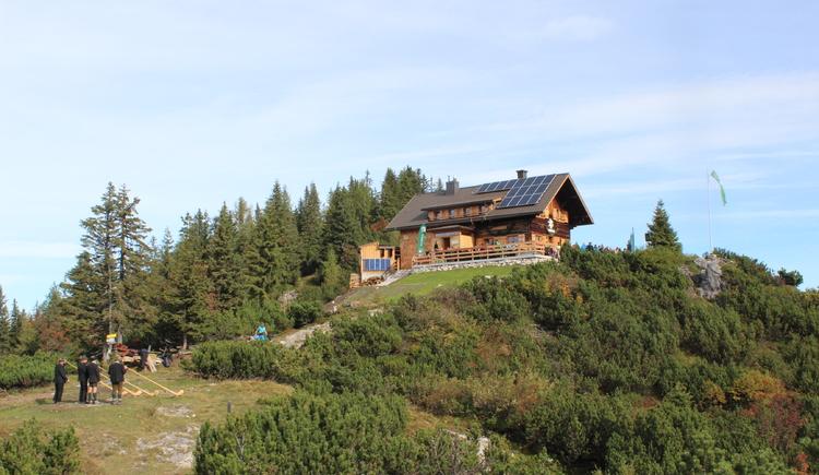 Die Goisererhütte bietet eine traumhafte Aussicht auf das herrliche Bergpanorama.