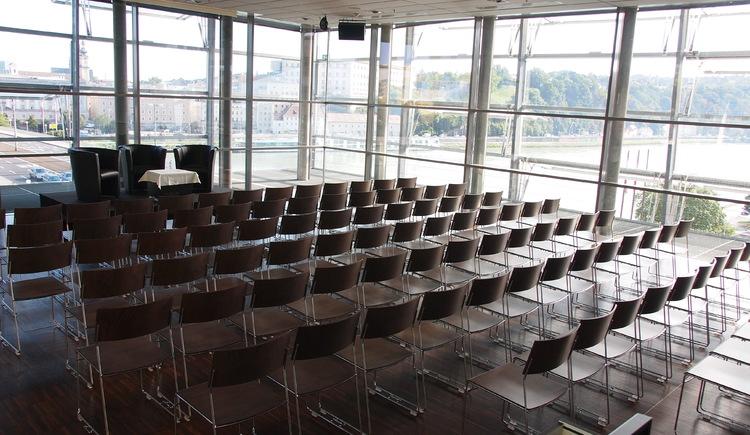 Ars Electronica Center_Sky Loft Kinobestuhlung(c)Martin Hieslmair. (© Sky Loft Kinobestuhlung(c)Martin Hieslmair)